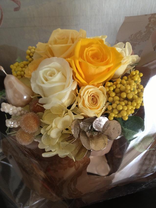 黄色の薔薇が大人かわいい♪秋のプリザーブドフラワーアレンジメント