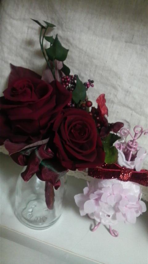 シックな赤いバラのコサージュ♪新郎のブートニアにも最適