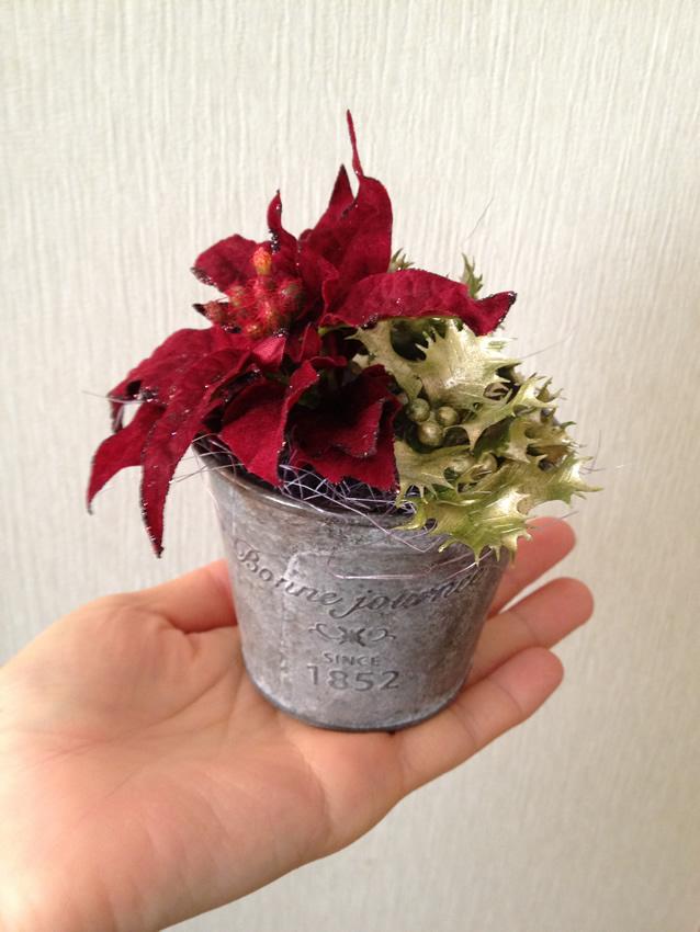 クリスマスは赤と緑の薔薇を使った可愛いアレンジ