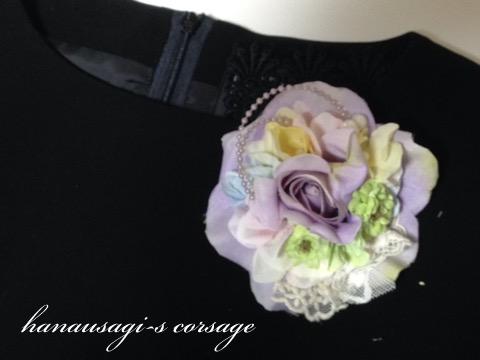 明るい色のコサージュ(ライトパープルローズと紫陽花)4