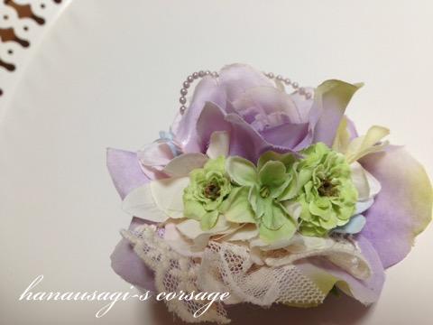 明るい色のコサージュ(ライトパープルローズと紫陽花)3