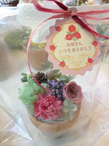[小さなフラワーアレンジメント]母の日のプレゼントにもおすすめ