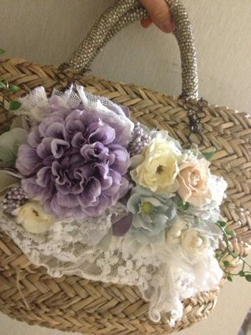 お花のバッグチャーム、簡単に装着できて使いやすいアクセサリー