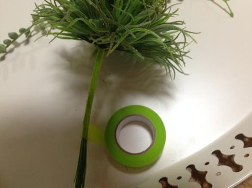 茎にマスキングテープを巻き付ける