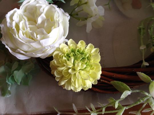 3.花をリースにつける2