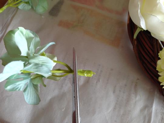 アジサイも高さをそろえるため茎を切り
