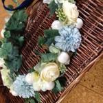 [ウエディング] 青色をメインにした花冠の作り方のポイントと使い道