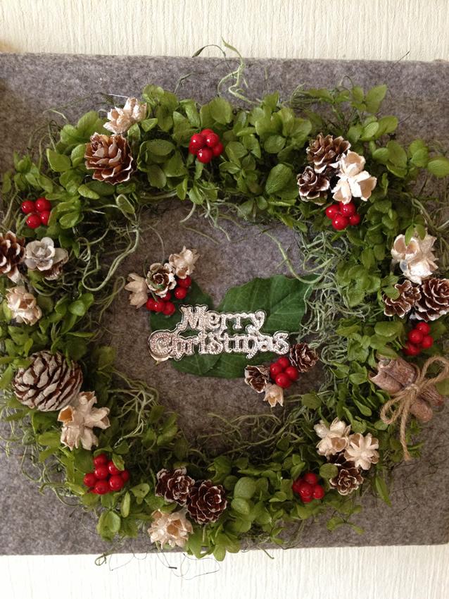 クリスマス色満載♪アジサイのプリザーブドフラワーで可愛いリース作品