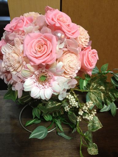 ウェディングで贈呈する花束のフラワーアレンジ2