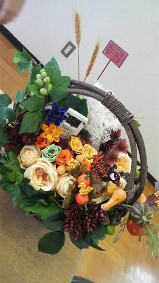 秋にインテリアとして飾れるフラワーアレンジメント作品2