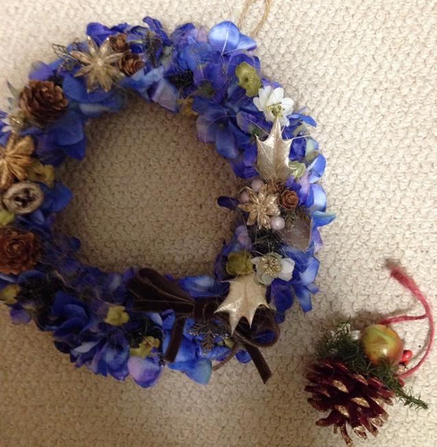 ブルーの紫陽花を使ったクリスマスリース♪