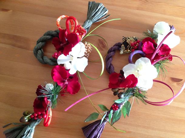 胡蝶蘭を赤と白交互に使ったしめ縄