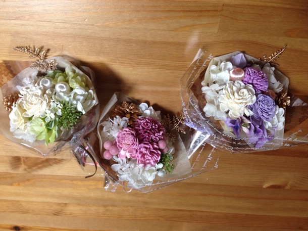 ピンク系、パープル系、ホワイト系の花材