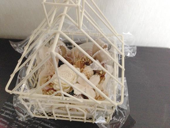 ミニハウス型の花器を使ったプリザーブドフラワーアレンジメント(仕上がり)